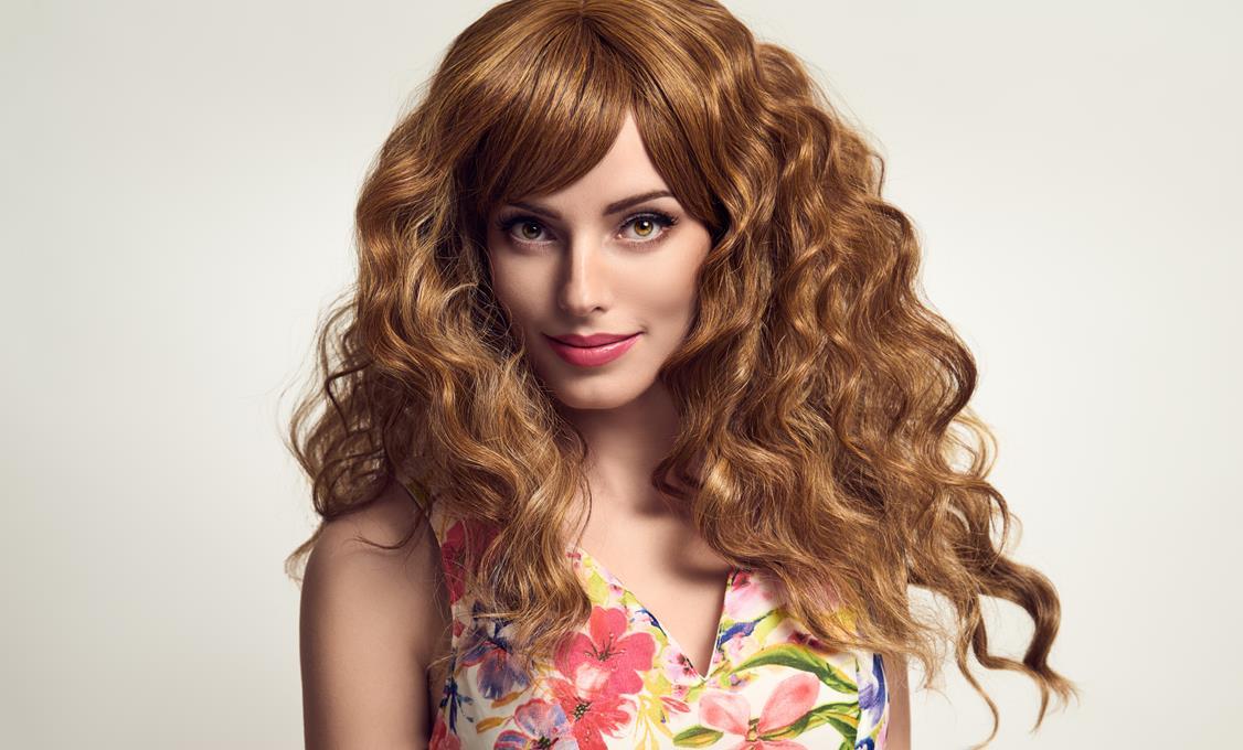 Jak dbać o kręcone włosy i jak je stylizować?
