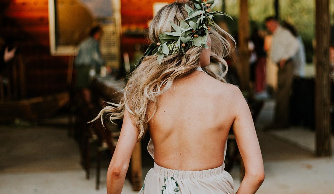 Jakie zabiegi pielęgnacyjne warto wykonać na włosach przed weselem?