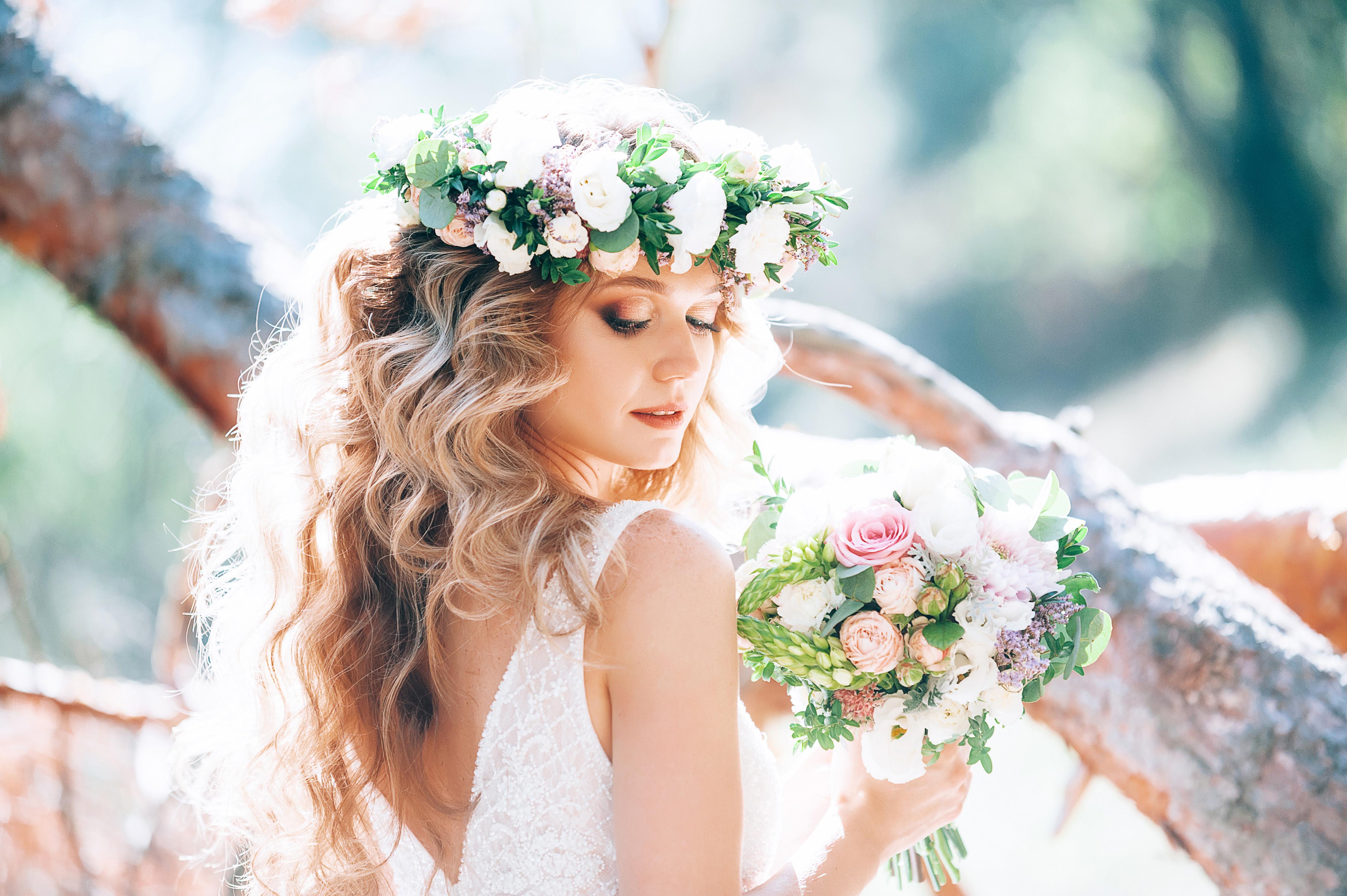 Fryzury z rozpuszczonymi włosami na wesela